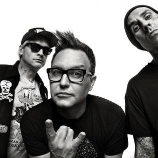 """Blink-182 luo kesäisen tunnelman uudella """"Blame It On My Youth"""" -kappaleellaan"""