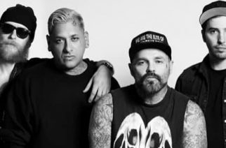Suomessakin tänä vuonna konsertoinut Crazy Town joutui vakavaan hirvikolariin – selvisi ruhjeilla ja mustelmilla hengenvaarallisesta tilanteesta
