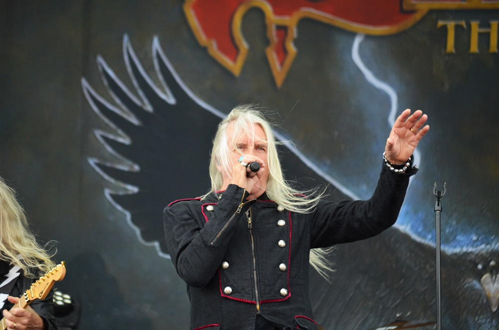 Saxon-laulaja Biff Byfordin sydänleikkaus sujui hyvin: mies julkaisi ensimmäisen päivityksensä sairaalan vuoteelta