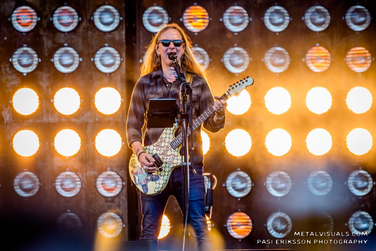 Jerry Cantrell vahvistaa työstävänsä uutta sooloprojektiaan Duff McKaganin kanssa – mukana myös The Dillinger Escape Planista tuttuja muusikoita