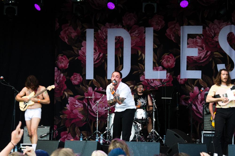 """IDLES julkaisi musiikkivideon kappaleestaan """"Reigns"""""""