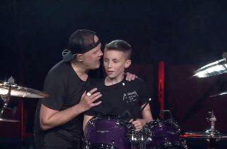 Metallicalta varsin upea ele: 13-vuotias syntymäpäiväsankari pääsi soittamaan rumpuja yhtyeen konsertissa