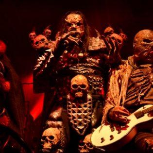 """Esimakua Lordin tulevasta DVD:stä: katso livevideo """"The Riff"""" -kappaleen esityksestä Prattelnista Sveitsistä"""