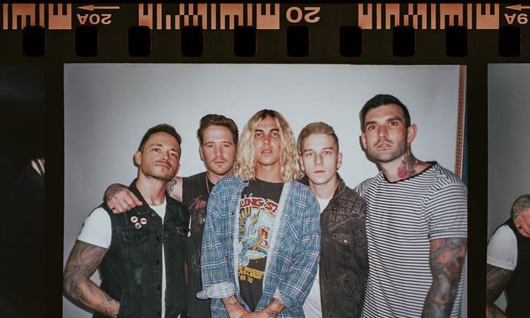 """Sleeping With Sirens julkaisi uuden kappaleen """"Agree to Disagree"""" musiikkivideoineen"""