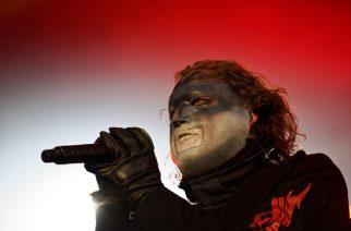 Slipknot esiintyi ensimmäisen kerran uusissa keikkavaatteissaan – katso videolta, mihin väriin yhtye päätyi
