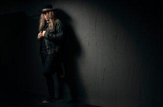 Tarotista ja Lazy Bonezista tutulta Tuple Salmelalta single tulevalta sooloalbumilta: sooloalbumi luvassa ensi vuonna