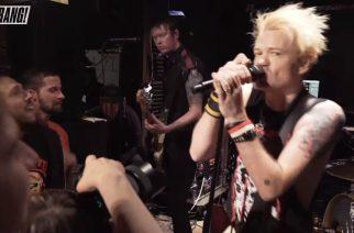 Sum 41 soitti intiimin klubikeikan Kerrang! Magazinen lukijoille: keikka katsottavissa kokonaisuudessaan