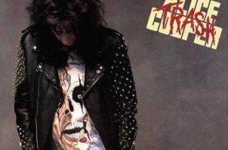 """Myrkkyä ja rakkautta jo kolmekymmentä vuotta – juhla-arvostelussa Alice Cooperin """"Trash"""""""
