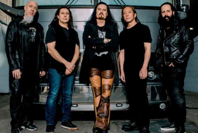 Dream Theaterin John Petrucci vahvistaa yhtyeen aikovan julkaista uuden albuminsa vuoden 2021 aikana: käyttää albumilla yhdessä kappaleessa 8-kielistä kitaraa