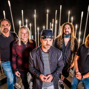 """Progressiivisen rockin superyhtye Flying Colors julkaisi uuden musiikkivideon kappaleelleen """"The Loss Inside"""""""