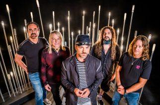 Progen superyhtyeeltä Flying Colorsilta uusi studioalbumi lokakuussa