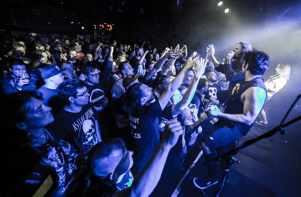 Moderni metalli elää ja voi hyvin! Katso kuvat Unearthin keikalta On The Rocksista