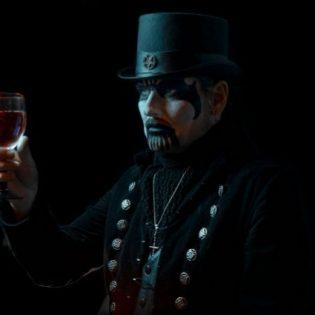 """12 vuoden odotus päättymässä: King Diamond julkaisi trailerin tulevasta """"The Institute"""" -albumistaan"""