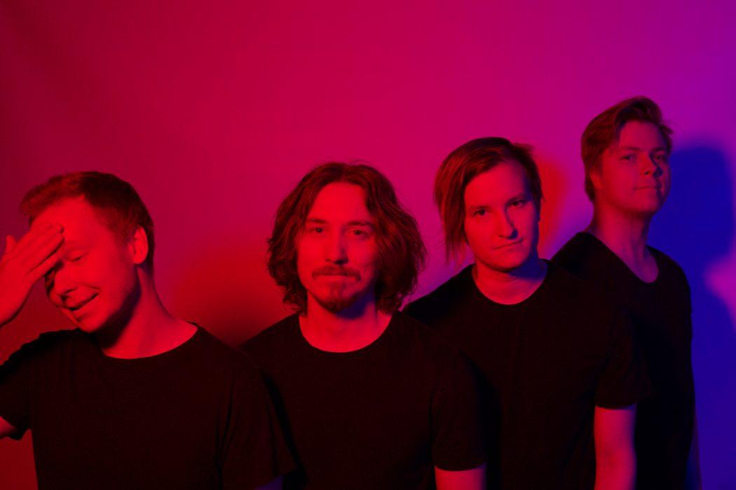 """Oululaisen Afteregon tuoreen """"Out of Your Mind"""" -singlen musiikkivideo ammentaa innoitusta Stranger Thingsistä sekä David Lynchistä"""