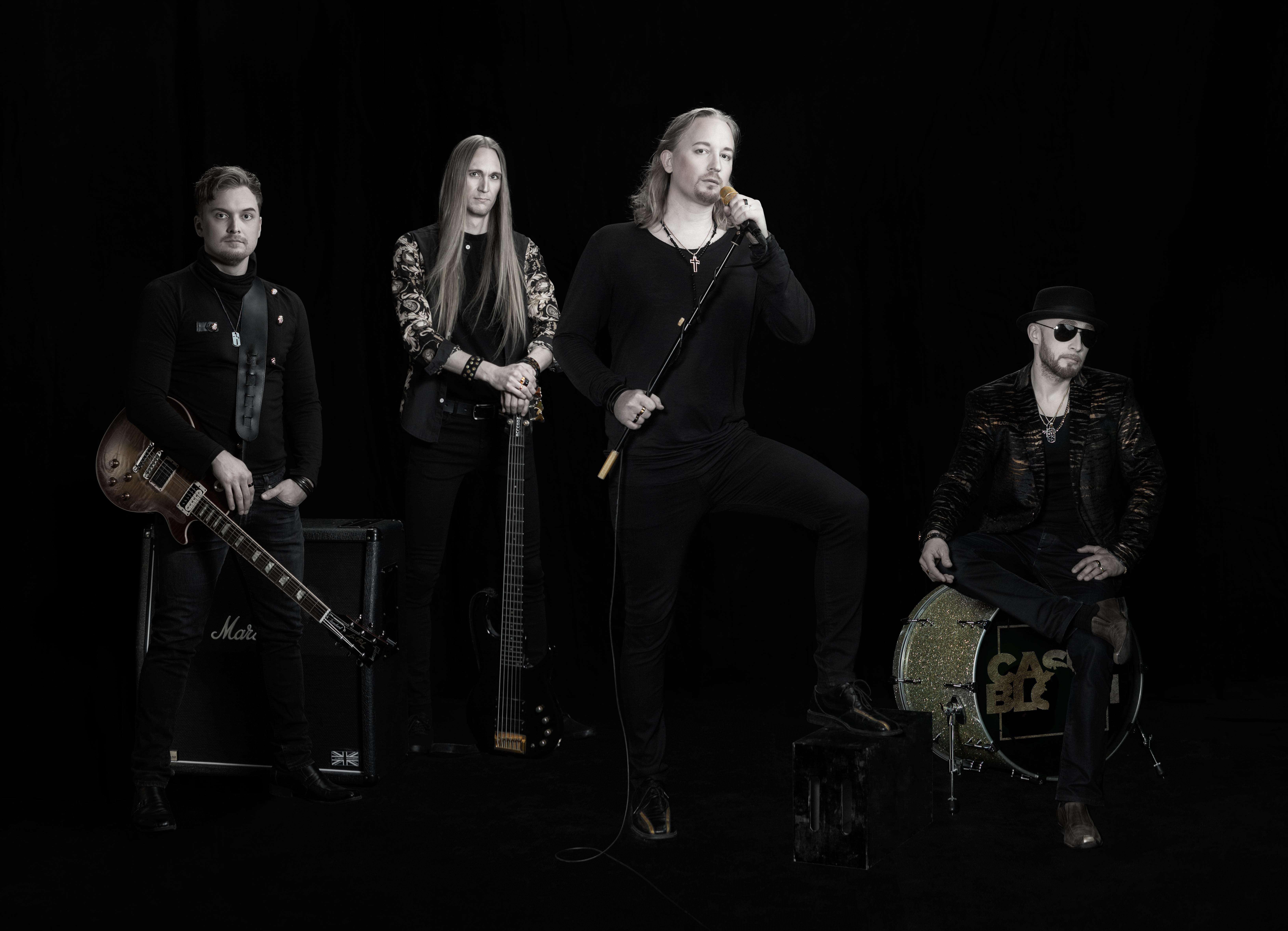 Tuore kotimainen rockyhtye Casey Bloom haastaa vanhat rokkikliseet