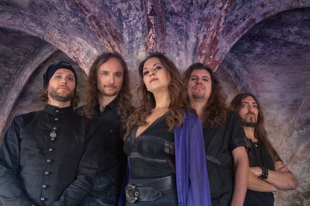 "Sinfonista metallia sunnuntaille: Edenbridgelta video ""On The Other Side"" -kappaleesta"