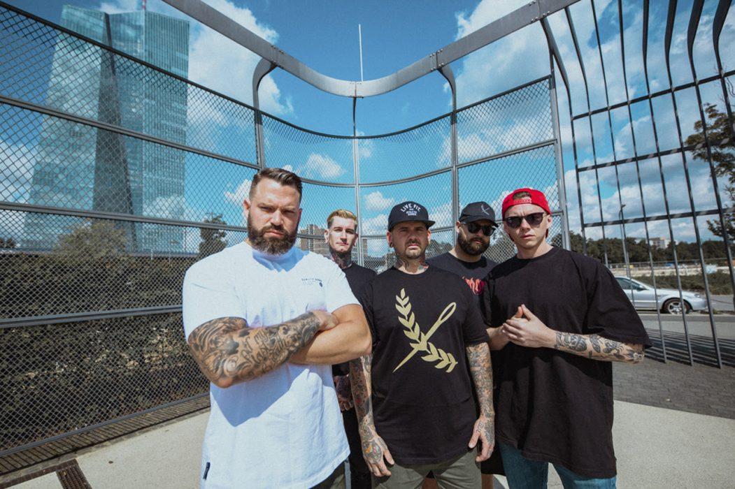 """Lionheartilta uusi albumi marraskuussa: levyn nimikkokappale """"Valley of Death"""" kuunneltavissa musiikkivideon muodossa"""