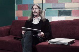 """Opethin Mikael Åkerfeldt paljastaa musiikkimakunsa saloja tuoreella Amoeba Musicin """"What´s In My Bag?"""" -sarjan jaksolla"""