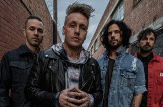 """Papa Roachilta koskettava faneista kertova video """"Come Around"""" -kappaleesta"""