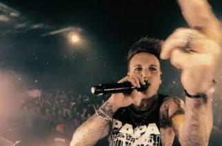 """Rockjyrä Papa Roachilta Kansas Cityssä kuvattu livevideo """"Last Resort"""" -kappaleesta"""
