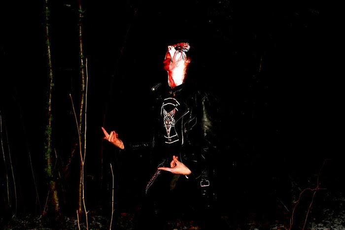 Rienaus ja Wakboth tarjoilevat perinteistä kotimaista mustaa metallia lokakuussa julkaistavalla splitillään