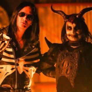 """The 69 Eyesin yhteistyö Cradle Of Filthin Dani Filthin kanssa kuunneltavissa tuoreella """"Two Horns Up"""" -kappaleella"""