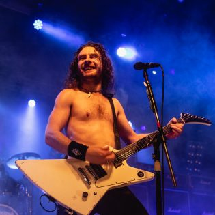 Aitoa rock'n'rollia ilman balladeja, syntikoita tai akustista kitaraa: Airbournen uusi albumi kuunneltavissa kokonaisuudessaan