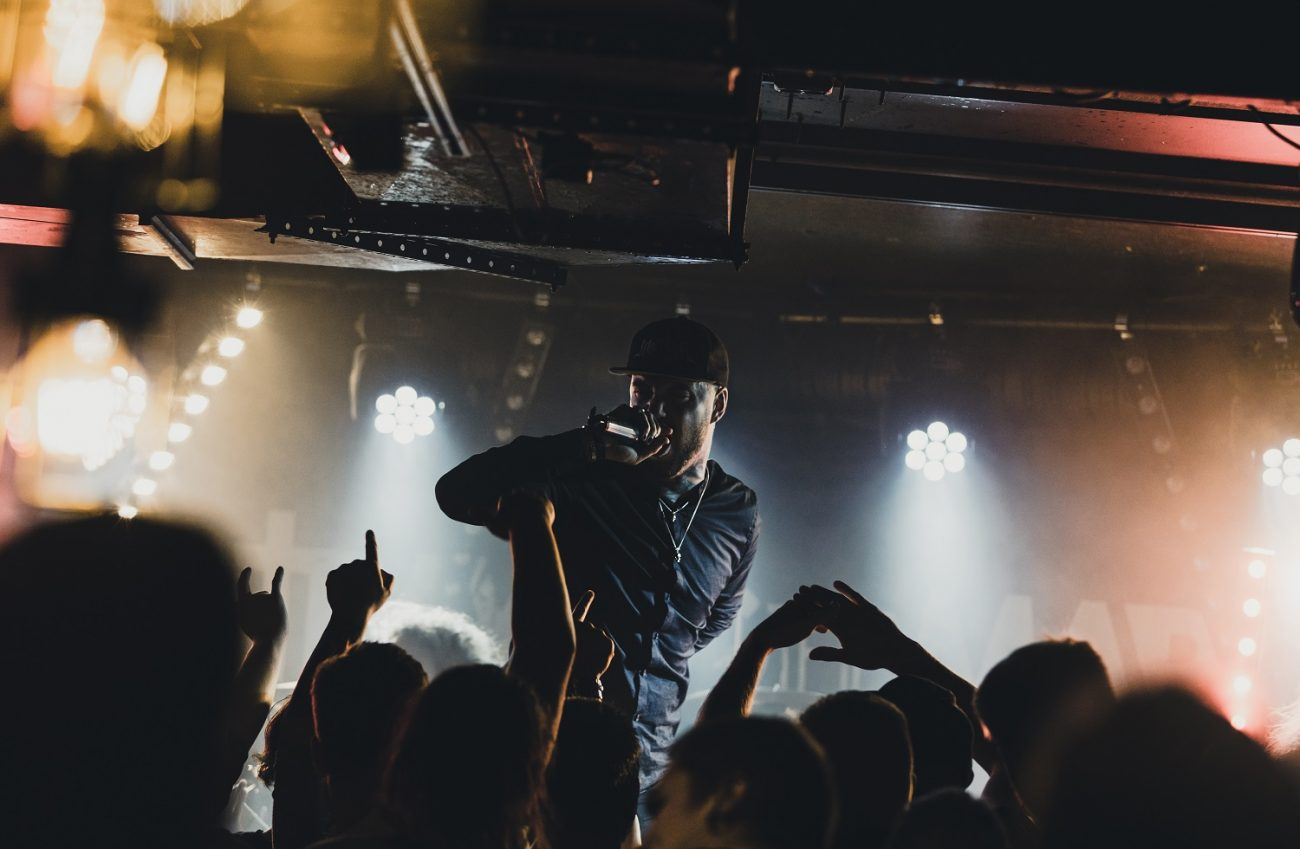Entiseltä Betraying The Martyrsin laulajalta Aaron Mattsilta uusi yhtye ten56.: ensimmäinen single luvassa ensi viikolla