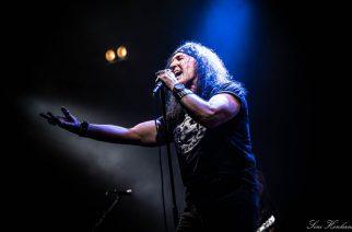 Entinen AC/DC-laulaja Dave Evans rokkasi Konepaja-salilla: katso kuvat keikalta
