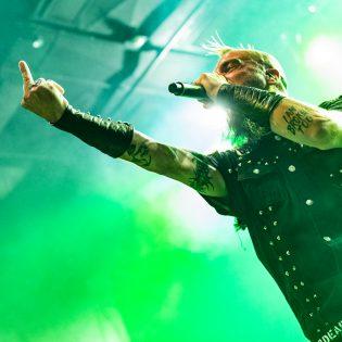 Howard Jones nousi lavalle Killswitch Engagen kanssa Clevelandissa: livevideo keikalta katsottavissa