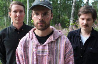 """Psykedeelistä autotallirockia esittävän Pink Chameleonsin uusi kappale """"Sundown"""" kuunneltavissa"""