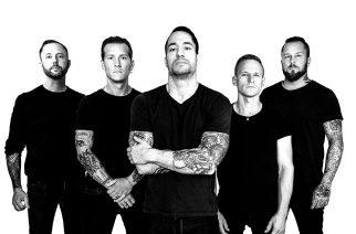 """Raised Fist -yhtyeen """"Into This World"""" -musiikkivideo katsottavissa – """"Anthems""""-albumi julkaistaan marraskuussa"""