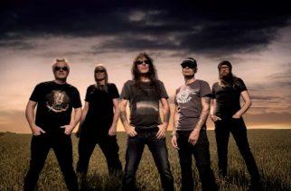 """Iron Maidenin Steve Harrisin kipparoimalta British Lionilta video tulevan """"The Burning"""" -albumin nimikkokappaleesta"""