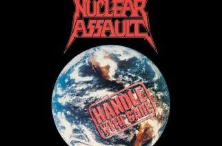 """Kolmekymmentä vuotta huolta maailmasta – Nuclear Assaultin """"Handle With Care"""" täyttää tasavuosia"""