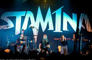 """Stam1na pyysi Ikinän solisteja kanssaan lavalle esittämään """"Gaian Lapsi"""" -kappaletta Aulanko Areenalla: yhteistyön lopputulos katsottavissa"""