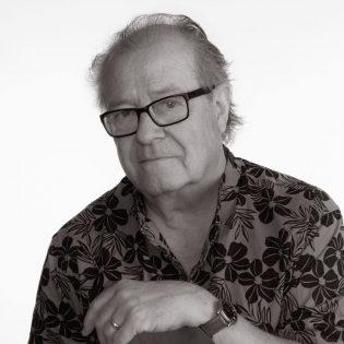 Svart Records julkaisee Tasavallan Presidentti -yhtyeen rumpali Vesa Aaltosen elämäkerran marraskuussa