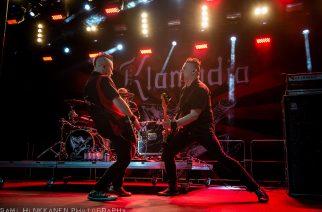 Klamydian keikka Vauhtiajoissa peruuntui: syynä bändin kitaristin Jakke Helinin saama sairaskohtaus Rock In The Cityn keikalla