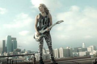"""Alice Cooper -kitaristi Nita Strauss kertoo tulevasta sooloalbumistaan: """"Levyllä kuullaan yhtä tai kahta vierailevaa laulajaa"""""""