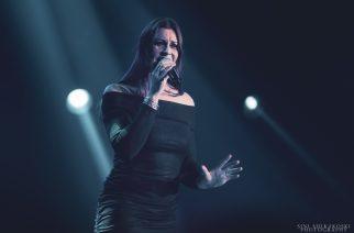 Nightwishin Floor Jansenin soolokiertue käynnistyi Hollannissa: Katso livevideoilta kuinka laulajatar esiintyi kotiyleisönsä edessä