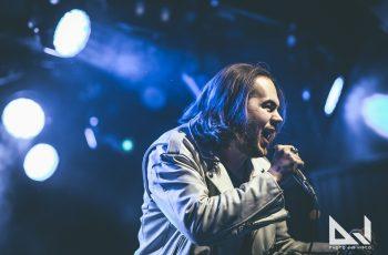 Ääni, joka antaa kasvot Metal De Factolle, Dyecrestille, Everfrostille ja Thy Row'lle – KaaosTV:n haastattelussa lahjakas vokalisti Mikael Salo