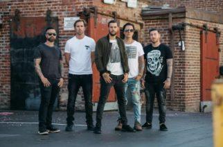 """Avenged Sevenfoldilta virallinen tiedote: """"Emme tunne oloamme mukavaksi työskennellessämme albumin kimpussa näin kauan ja julkaisemalla sen ilman näkyvissä olevaa kiertuetta"""""""