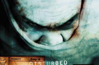 """Aika, jolloin Disturbed oli äkäinen kuin ampiainen – juhla-arvostelussa Disturbedin 20-vuotias """"The Sickness"""""""