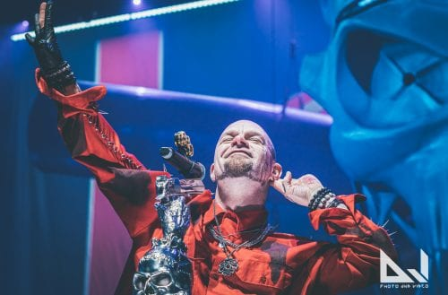 Täyskädellinen asennetta ja vankkaa kokemusta: Katso livekuvat Five Finger Death Punchin sekä Megadethin esityksistä loppuunmyydyltä Hartwall Arenalta