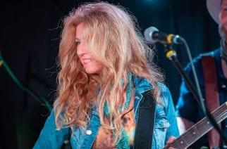 """Maria Hännisen tuoreella """"Frozen""""-singlellä vierailee Uriah Heepin Ken Hensley"""