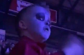 Video nuoresta Slipknot-fanista ilmarummuttelemassa fanaattisesti bändin keikalla sai internetin sekaisin: Nyt bändin rumpali Jay Weinberg tarjoaa tälle ilmaiseksi nimikkorumpuaan