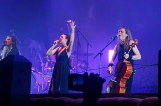 """Amaranthen Elize Ryd nousi lavalle Apocalyptican kanssa Oslon-keikalla: katso tulkinta """"I Don´t Care"""" -kappaleesta"""