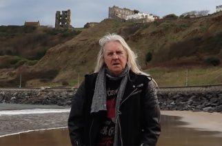 """Menneisyyden tuulia Englannin itärannikolta: Saxonin laulaja Biff Byford julkaisi """"Scarborough Fair"""" -kappaleestaan musiikkivideon"""