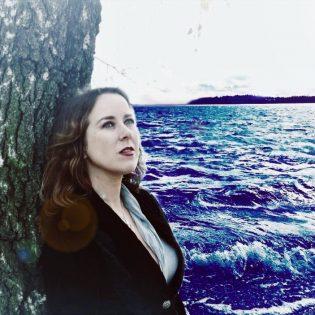 """Suomalaistunut ranskatar Eilera julkaisi uuden singlen ja musiikkivideon kappaleesta """"Aquarius"""""""