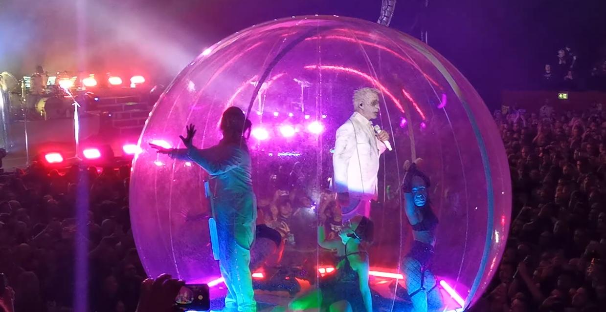 """Lindemann julkaisee Live In Moscow -DVD:n toukokuussa: audio """"Praise Abort"""" -kappaleen esityksestä kuunneltavissa"""