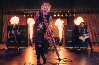 Mötikältä kaksi uutta hulvatonta Suomi-versiota Mötley Crüen hiteistä: Uusi comeback-keikka 2.0 Helsingissä 22.2.2020